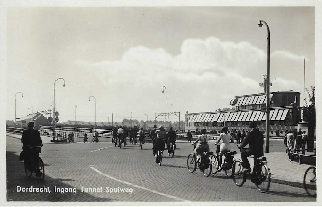 dordrecht 1939 postcard - new krispijntunnel entrance north side