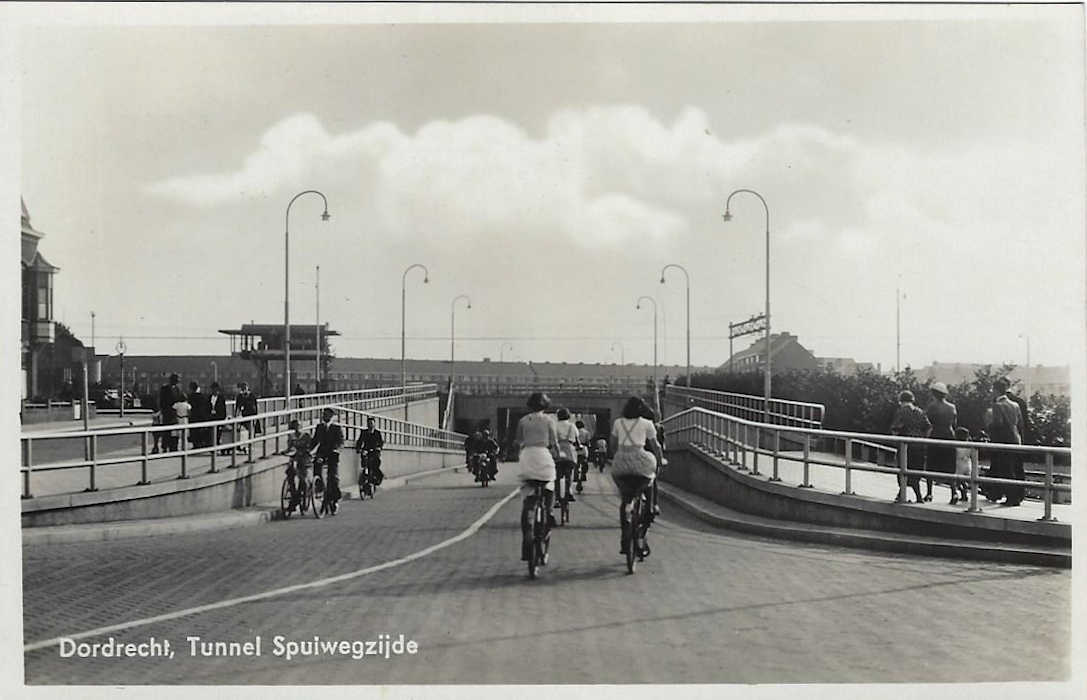 dordrecht 1939 postcard - new krispijntunnel entrance south side