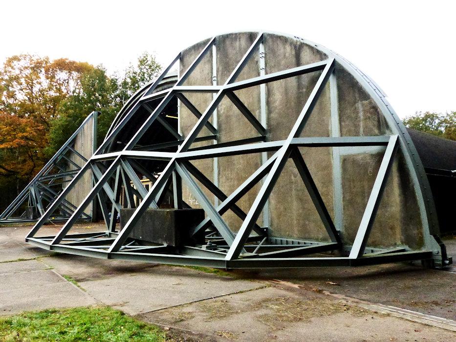 20201023-soesterberg-airbase-05 slidings doors of aircraft shelter