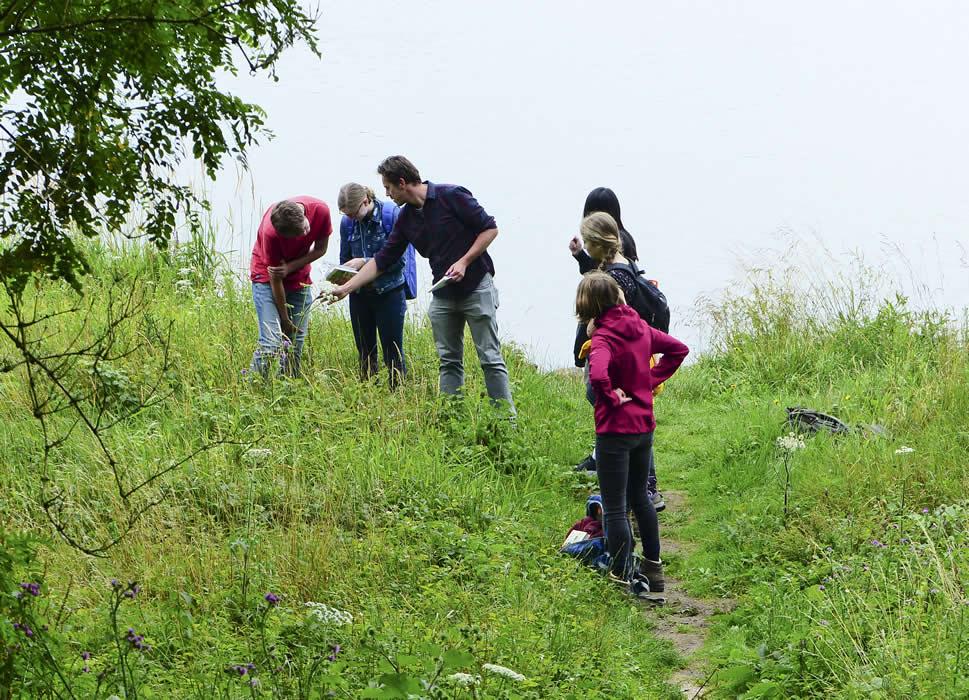 20071701-een-interessante-biologieles-langs-de-Rijn